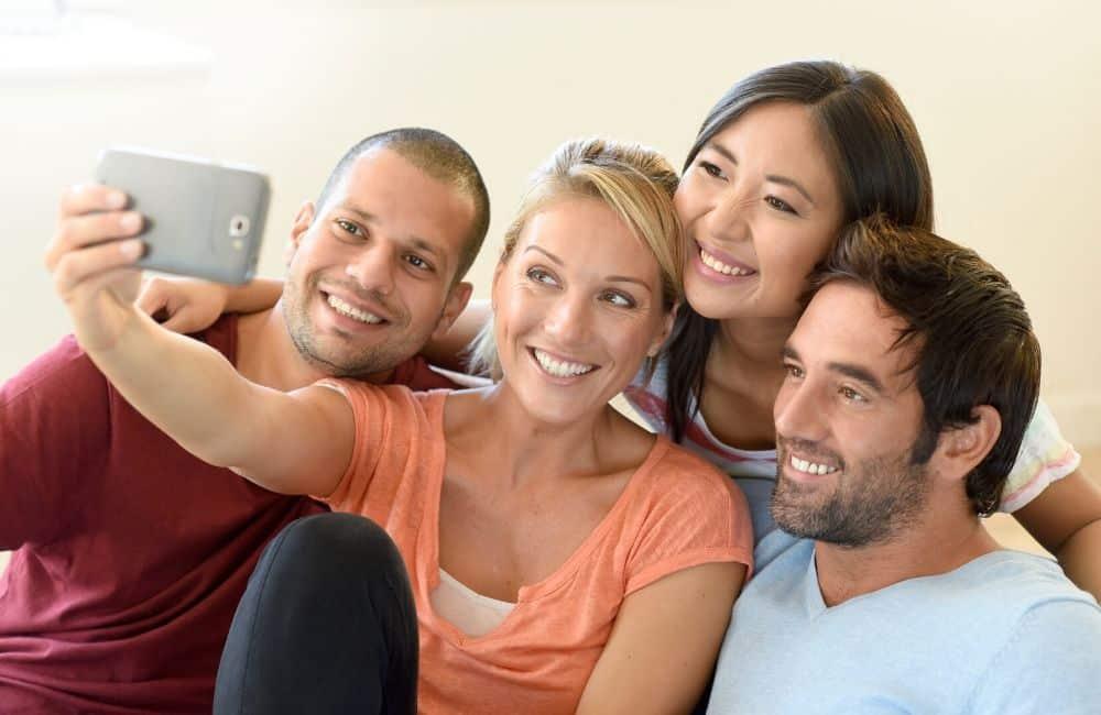 ¿Quieres mejorar tu relación? Busca parejas de amigos